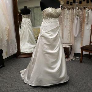 Jasmine wedding gown, 16
